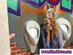 Žymės: sperma ant veido, oralinis seksas, šlapios, skylė sienoje.
