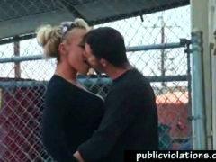 Tag: coppie, in pubblico, tettone, gola profonda.