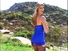 Tag: bintang porno, konek, rambut blonde, luar rumah.