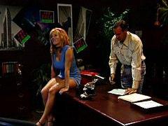 Žymės: šlapios, moterų ejakuliacija, biure.