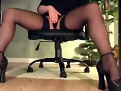 Thẻ: văn phòng, giày cao gót, quần lót, tất dài.
