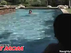 Tag: tetek, punggung, nakal, kolam.