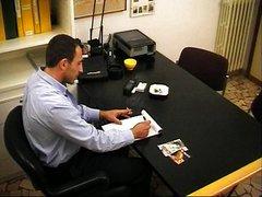 Oznake: moški, analno, potrebna, v pisarni.