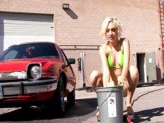 Tags: blondīnes, mašīnā, bikini.