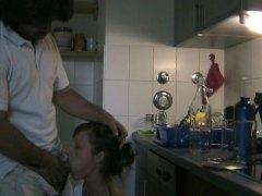 Tag: ibu seksi, amatur, dapur, si rambut perang.