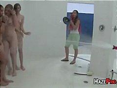 Тагове: душ, лесбийки, близане, тийнейджъри.