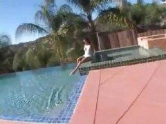 Тагови: свршување внатре, базен, задева.