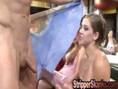 タグ: 着衣女と全裸男, 素人, 口フェラ, 褐色美人.
