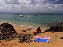Taggar: strand, hårdporr, trekant, brunett.