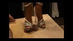 Ознаке: ženska dominacija, štikle, starije, fetiš na stopala.