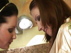 टैग: चाटना, चूंचियां, समलिंगी स्त्रियां.