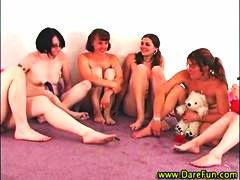 Tags: reāli video, lesbietes, orālā seksa, falla imitators.