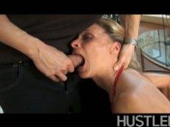 Tag: porno hardcore, rambut blonde, ibu seksi, hisap konek.