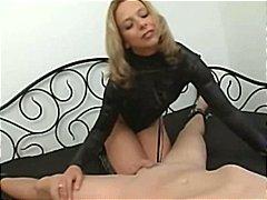 Žymės: valdovė, oralinis seksas, ji smauko, erzinimas.