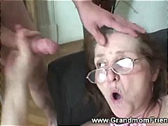 Oznake: seks u troje, uspaljen, baka, zrele žene.