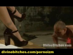 Ознаке: ženska dominacija, šopanje po guzi, sado-mazo, ljubavnica.