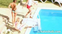 Žymės: mėgėjai, baseine, paaugliai, lesbietės.