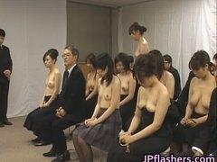 علامات: في العلن, خارج المنزل, بنات, يابانيات.