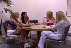टैग: समलिंगी स्त्रियां, बड़े स्तन, समूह.