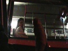 علامات: في الحافلة, تعرى علناً.