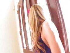 टैग: घरेलू महिला, सुनहरे बाल वाली.