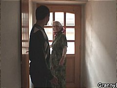 टैग: पत्नी, घरेलू महिला.