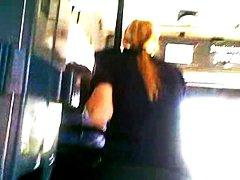 علامات: في الحافلة, كاميرا مخفية, في العلن, تعرى علناً.