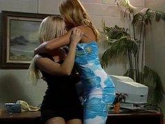 Tag: rambut blonde, pejabat, lesbian, lesbian.