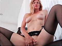 Žymės: masturbacija, striptizas, blondinės, dirbtinė varpa.