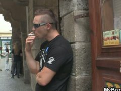 Oznake: euro, oralno, pušenje, tinejdžeri.