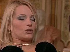 Žymės: čekės, orgazmas, maži papukai, blondinės.
