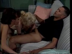 Oznake: seks u troje, dvije žene i muškarac, seks u troje, pušenje.