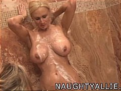 Tag: orang suka tukar, lesbian, basah, rambut blonde.