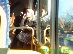 علامات: في الحافلة, تعرى علناً, هواه.