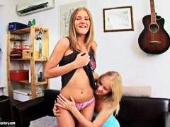 Oznake: najstnica, najstnica, lezbijka, igrača.
