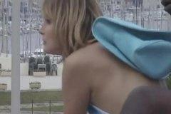Ознаке: devojka, male sise, svršavanje, javno.