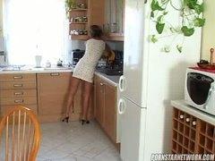 Tags: tīņi, anālais, mājsaimniece, pusmūža sievietes.