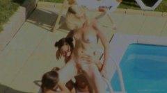 Žymės: paaugliai, mėgėjai, lesbietės, baseine.