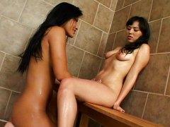Tags: lesbietes, dušā, aziātu.