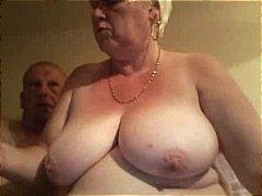 Oznake: debeli, velike sise, baka, velika lijepa žena.