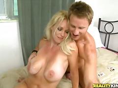 Tag: ibu seksi, dalam kerongkong, pasangan, lancap.