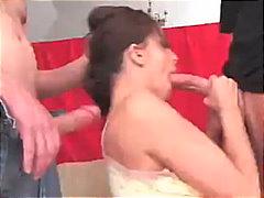 Žymės: oralinis seksas, prasivėrusi skylė, giliai į gerklę, dviguba penetracija.