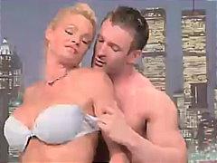 Žymės: karštos mamytės, dideli papai, spermos šaudymas, oralinis.