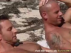 Címkék: mélytorok, két férfi, bikinis csajok, fétis.