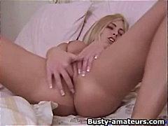 Tags: masturbasya, iri döşlü, gözəl qız, evdə çəkilmiş.