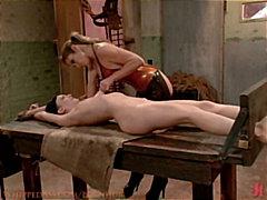 Etiquetes: dona amb consolador cinturó, lèsbic, dominació, esclaves.
