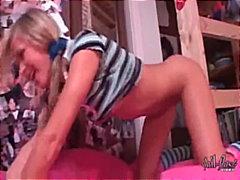 Tag: ekor rambut, gadis, buad dada kecil, mainan.