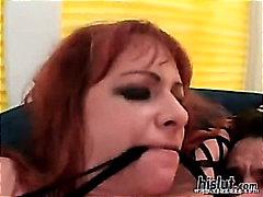 Žymės: gonzo pornografija, tinklinis triko, žaisliukai, spermos šaudymas.