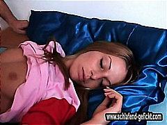 Oznake: zabava, spavanje, djevojka.