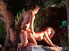 Ознаке: obrijana, brineta, seks na otvorenom, bazen.